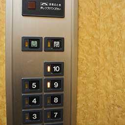 トクヤスビルのエレベーター